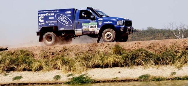 Caminhões da Ford Racing Trucks /Território Motorsport em 1º (nos Leves) e 2º (nos Pesados) lugares