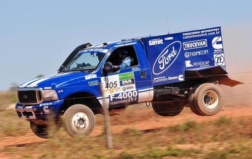 Ford F-4000 4X4 é campeão pela sétima vez consecutiva do Rally dos Sertões