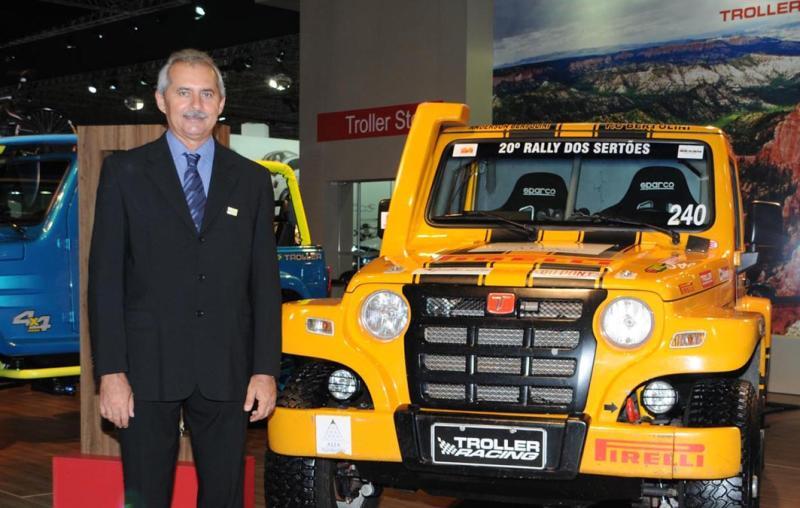 Prefeito de Horizonte conhece Troller T4, Campeão do Rally dos Sertões 2012, no Salão Internacional do Automóvel de São Paulo
