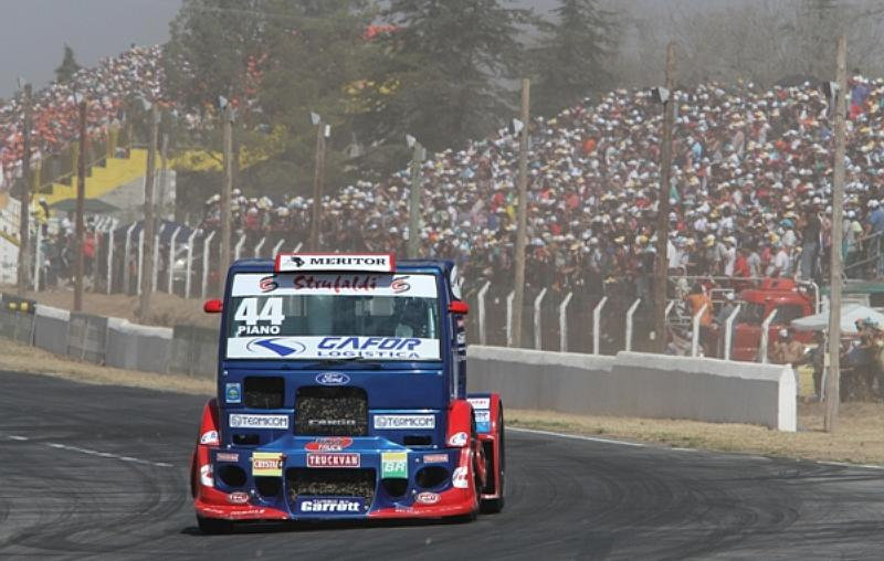Mais de 53.000 torcedores lotaram o Autódromo Oscar Cabalén na Argentina para acompanhar a F-Truck